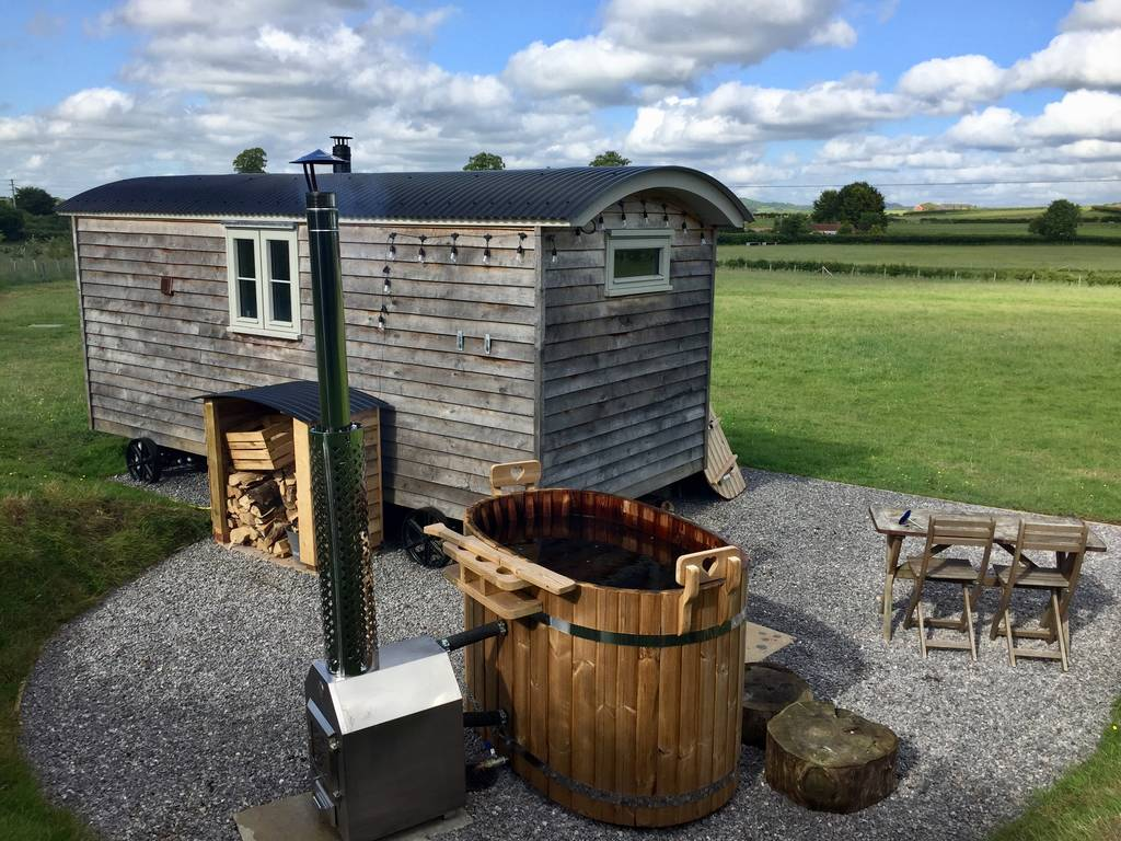 dither shepherds hut with hot tub in dorset field