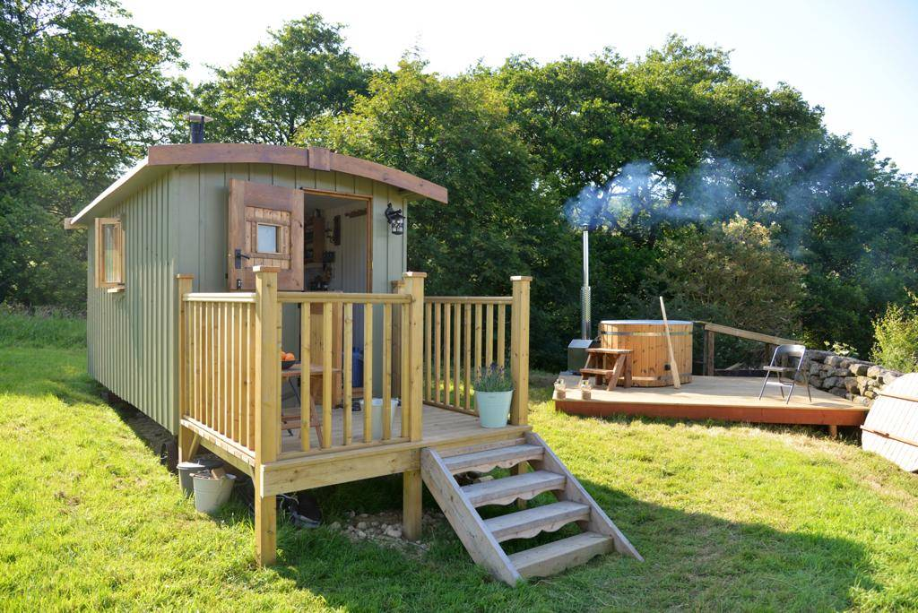 shepherds rest hut with decking and hot tub