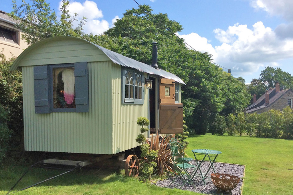 roundhill shepherds hut used for luxury accommodation for a uk holiday