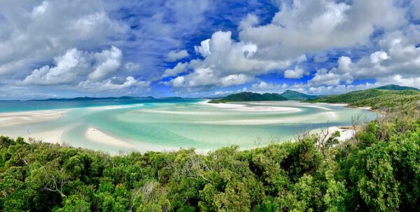 famous sand Whitehaven Beach Whitsunday Islands is made from white quartz used to make silicone